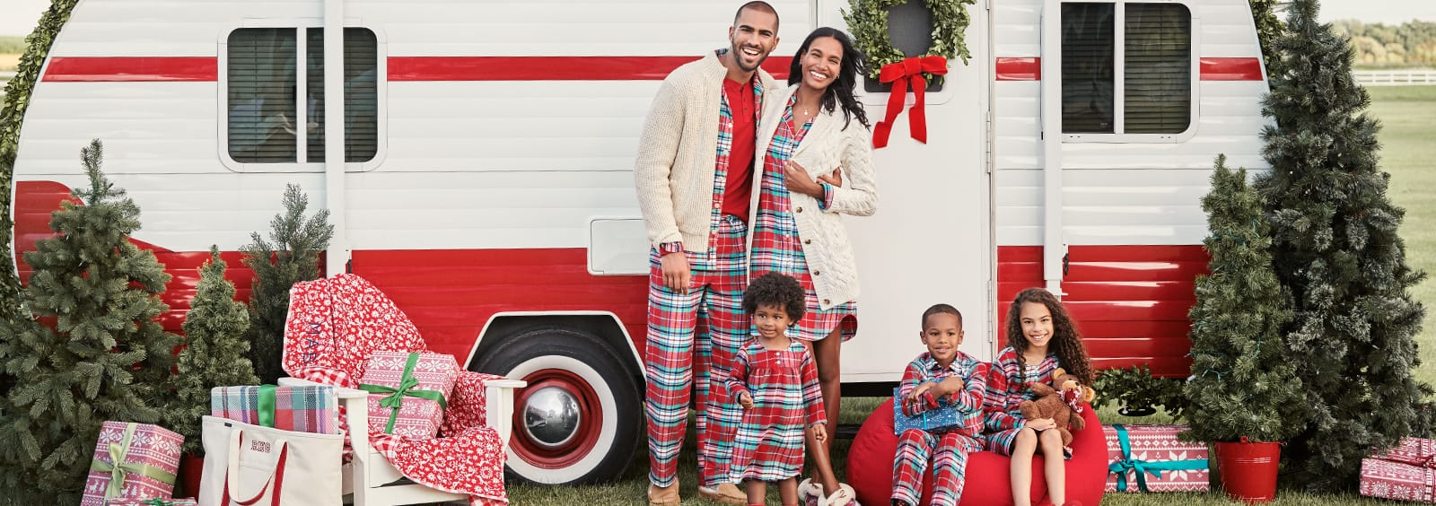 Funny Family Christmas Pajama Pictures for Your Christmas Card
